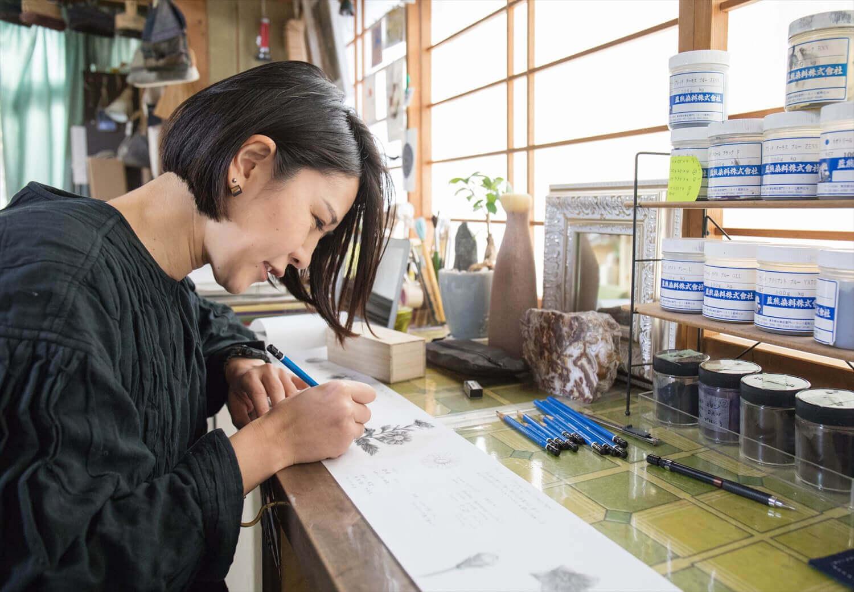 染色アーティスト古屋絵菜さんが「ひとえ」に描く